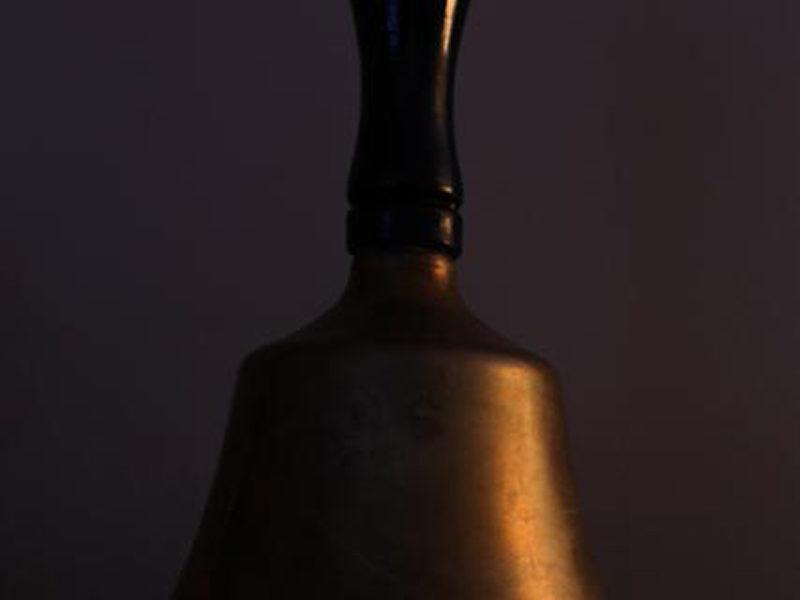 2020-02 Anne Prescott (Défi) - La vieille cloche d'école