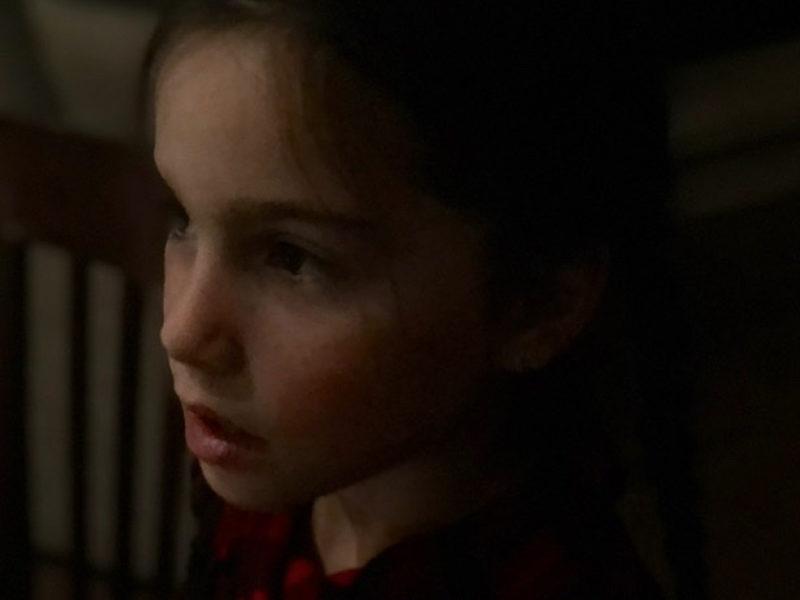 2020-02 Carole Ménard (Défi) - Jeune fille à la robe rouge